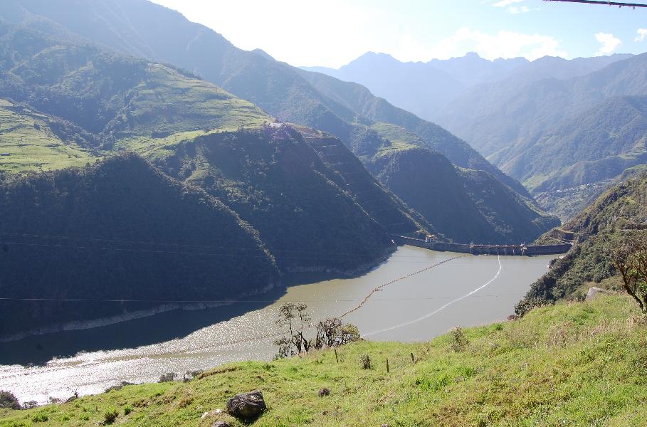 Der Staudamm des KW Molino am Rio Paute